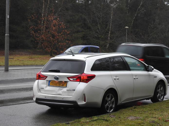 Op de Wolfsputterbaan (N279) in Helmond botste een vrachtwagen achter op een auto.