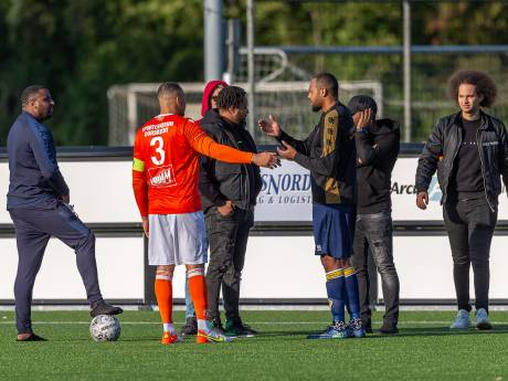 Oranje Wit - Kloetinge in de rust gestaakt door blessure scheidsrechter: 'Dit is waardeloos'