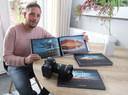 Wesley Kole met zijn fotoboek over Terneuzen.