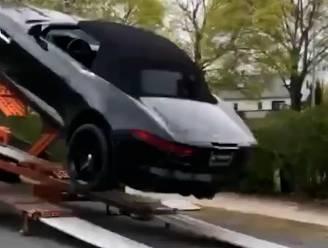 Leverancier laat splinternieuwe Jaguar van oplegger vallen