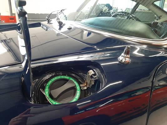 De elektrische Porsche 912 heeft onder de tankdop nu de aansluiting voor de laadkabel.