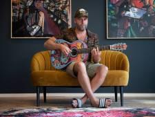 Hellendoornse gitarist Erik (ex-Bökkers) maakt album met dialectrock