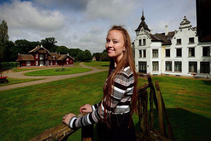 Kaylee Embregts (19) heeft op landgoed  Wouwse Plantage de film Lorre opgenomen, een fantasyfilm van 30 minuten als stageproject voor het Zoomvlietcollege.
