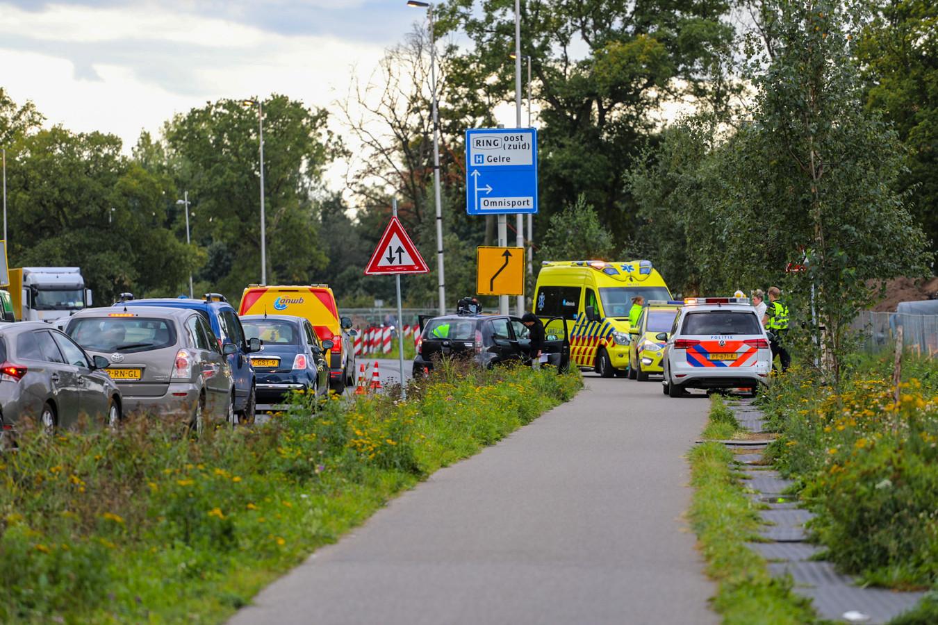 Op de Laan van Erica vond een kop-staartbotsing plaats. Een automobilist raakte daarbij gewond en is naar het ziekenhuis vervoerd.