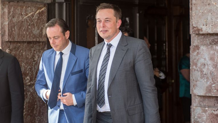 Burgemeester Bart De Wever en Tesla-topman Elon Musk zaten een klein uur samen in het Antwerpse stadhuis. Beeld BELGA