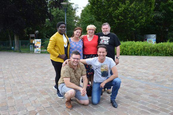 De organisatoren van het eerste Haaltertse parkconcert met Tomi uit The Voice en coverband Disc Cover aan het Warandepark.