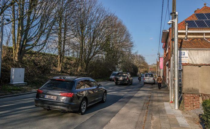 De ANPR-camera's staan sinds december 2020 in de Rekkemsestraat in Marke, maar werken doen ze nog niet.