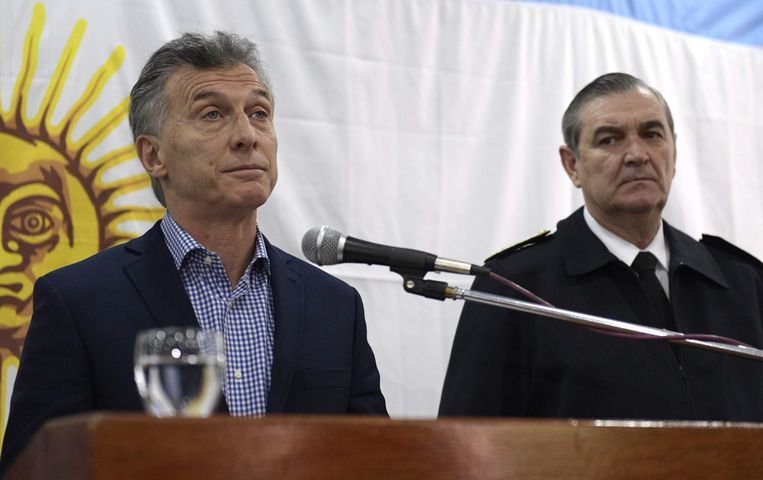 President Mauricio Macri (links) en Vice-Admiraal Marcelo Srur. Beeld AFP