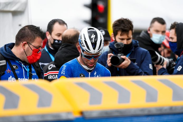 Mark Cavendish is ontgoocheld. (FOTO GOYVAERTS/GMAX AGENCY)