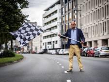 Bewoners zijn 'Circuit Arnhem' meer dan zat: John in protest met een Formule 1-vlag
