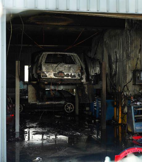 Auto vat vlam in garage in Veenendaal