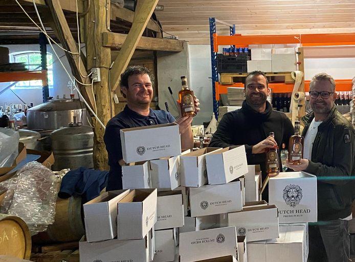 Alexander Roovers, Koen van Broekhoven en Dennis de Roo (vlnr), de West-Brabantse mannen die onverwacht succes boeken met hun eigen merk rum, Dutch Head.