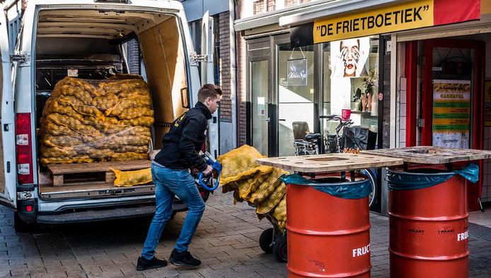 Carnavalspiepers bij de Frietboetiek, zo'n 1500 kilo.