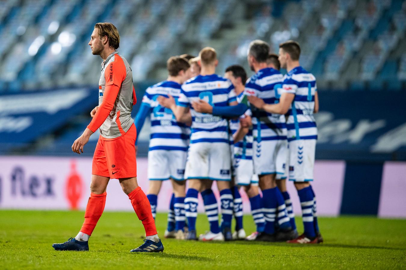 Pieter Bogaers treurt na de late 1-0 van De Graafschap.