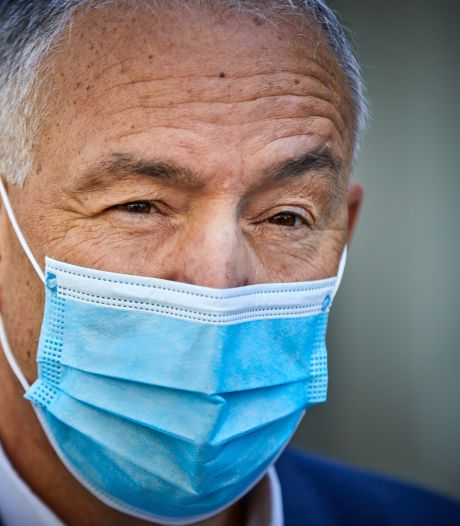Aboutaleb geïrriteerd over ontbreken eigen mondkapjesfabrieken: 'Kom op nou, waar blijft de maakindustrie?'