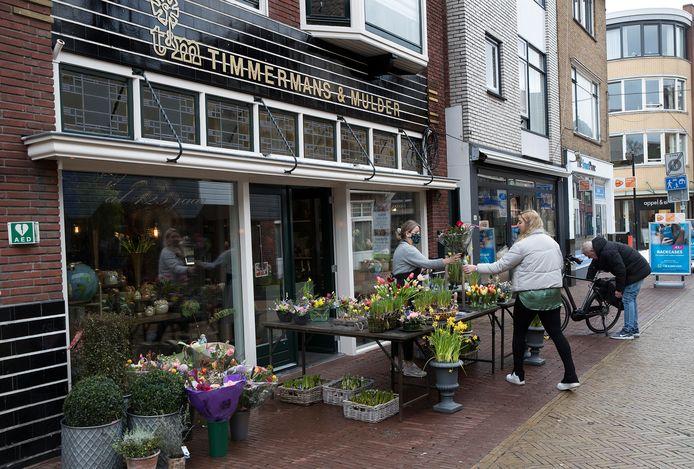 Coronaproof bloemenverkoop in Winterswijk.