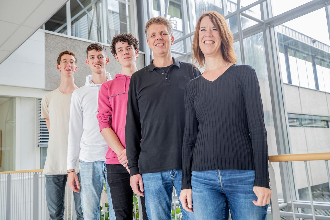 De familie Zegwaard is officieel het langste gezin ter wereld. Maar er is één gezin nóg langer, weten ze inmiddels.