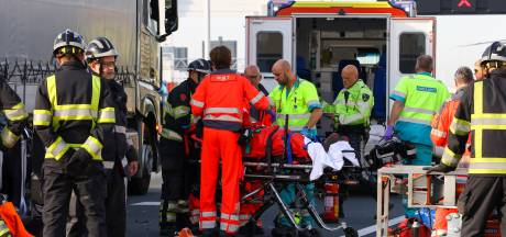 A15 tussen Ridderkerk en Oostvoorne dicht door zwaar ongeval