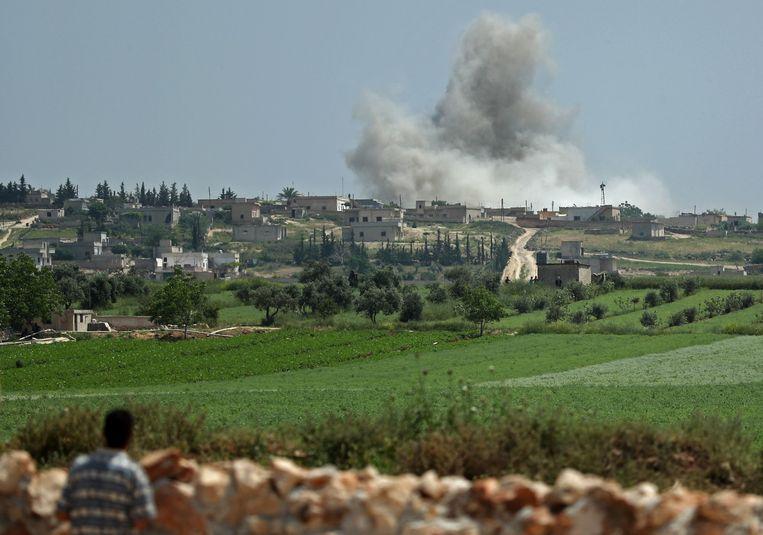 Bombardement op het stadje Kafr Ein, Idlib, op 2 mei.  Beeld AFP