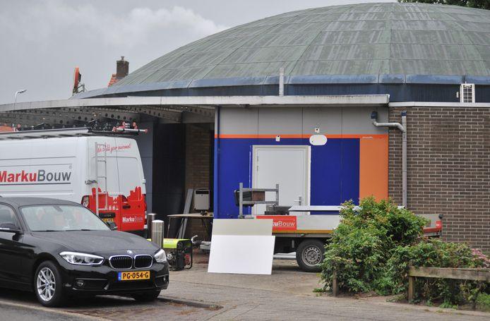 De geldautomaat van Rabobank aan de Europalaan in Renkum wordt ontmanteld.