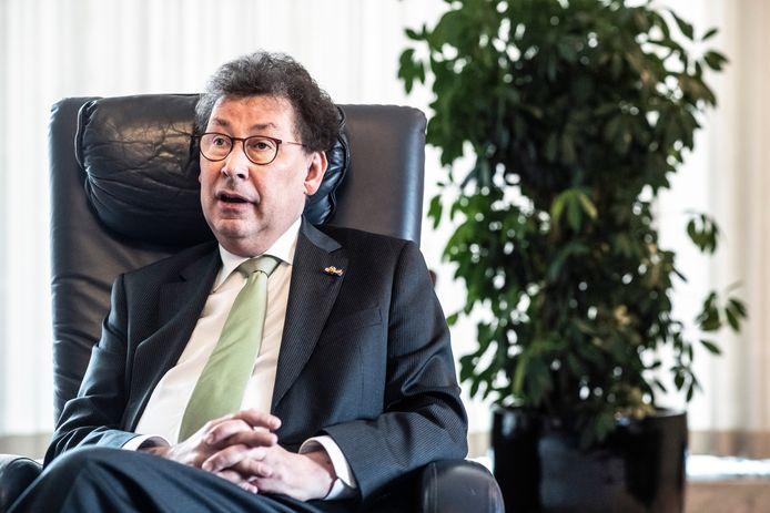 Commissaris van de Koning in Gelderland Clemens Cornielje, die binnenkort wordt opgevolgd door John Berends. Als het aan de PvdA ligt, komt er een Jongeren-CvdK bij.