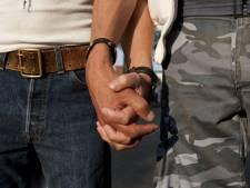 Derde van Nederlanders neemt aanstoot aan zoenende homo's