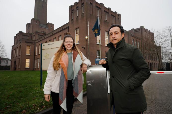 Line Francken en Masoud Rahaee bij het asielzoekerscentrum in Nijmegen.