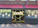 Café Jaxx in de Molenstraat heeft het terras hermetisch afgesloten.