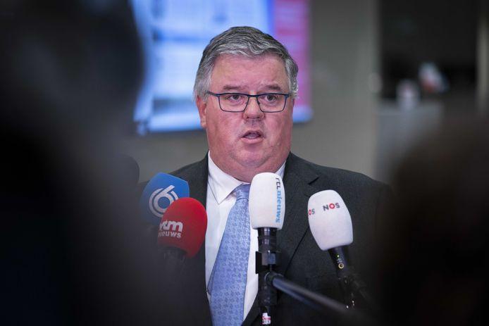 Voorzitter Hubert Bruls van het landelijke veiligheidsberaad pleitte in november al voor kleinschalige activiteiten voor jongeren en wordt daarin gesteund door politie en deskundigen.