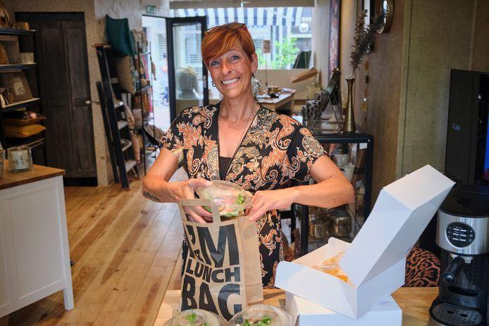 Cinderella de Vos runt in de Hoogstraat in Vlaardingen een winkel in woonaccessoires én een cateringbedrijf.