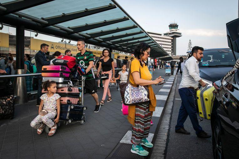 Vakantiereizen zijn maar een klein deel van de vluchten op Schiphol. Beeld Dingena Mol