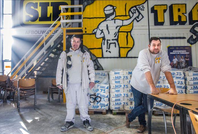 """Stukadoors Michel (L) en Peet Traub van Traub Stuc willen door met hun bedrijf. ,,Maar hoe? Geen idee"""""""