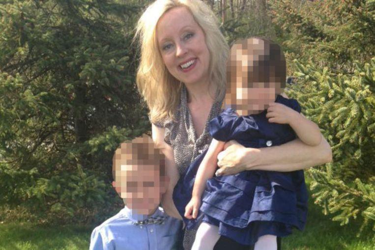 Kristina Koedderich met haar twee kinderen.