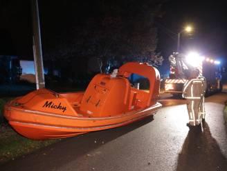 Hulpdiensten moeten uitrukken voor ongeval met speedboot… op de rijbaan