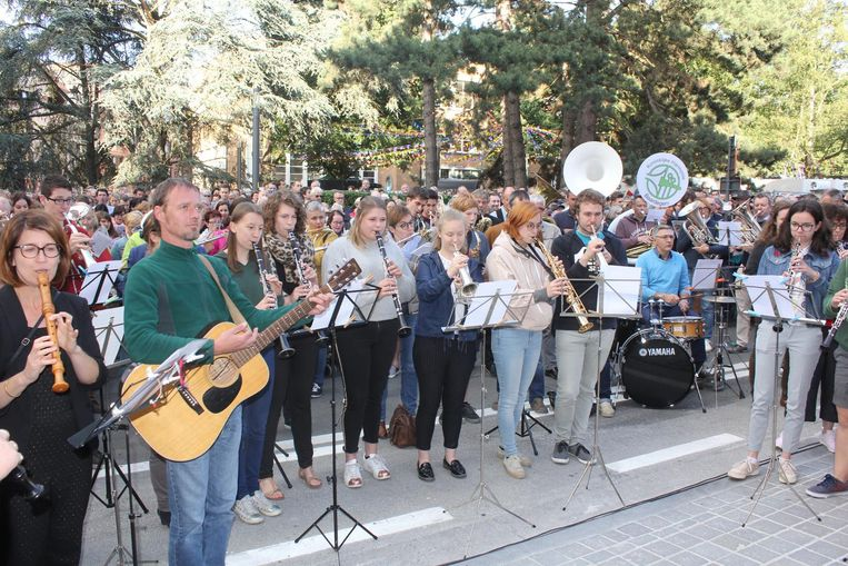 Heel wat muzikanten kwamen de Utopiahymne spelen tijdens de opening van de bibliotheek en academie.