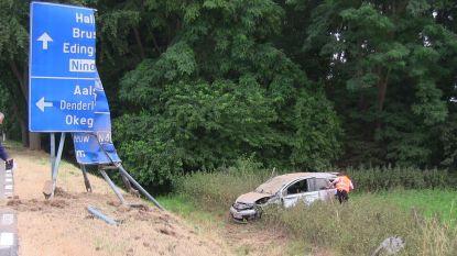 Bestuurder gewond na crash in gracht