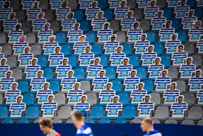 Gezichten van Graafschap-supporters op de Vijverberg. De actie leverde bijna 19.000 euro op.