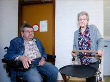 Stortkokers zijn dicht, dus bejaarden balen: 'Vroeger gooiden we incontinentieluiers in de koker, nu liggen ze te stinken'