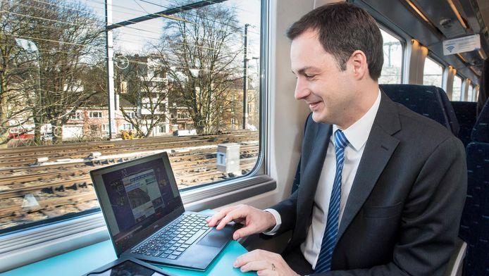 Vorig jaar waren er drie maanden lang testen met mobiel internet op de trein. Alexander De Croo (Open Vld) maakte er toen ook gebruik van.