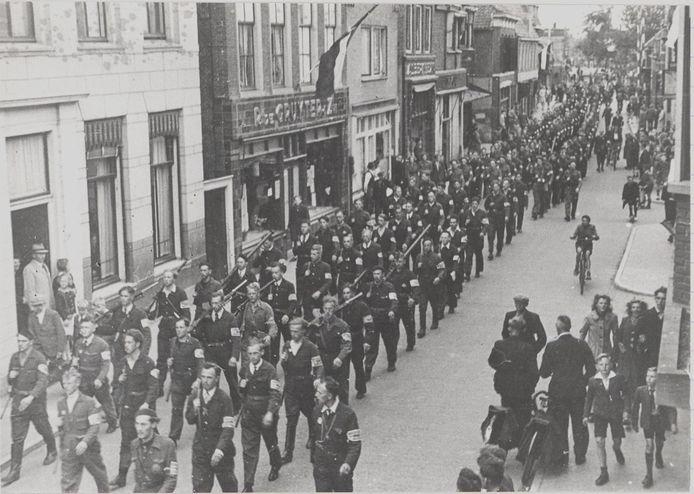 Bevrijding in de Julianastraat in Alphen, mei 1945.