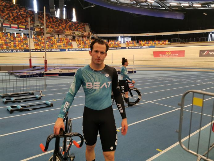 Sam Ligtlee in de kleuren van BEAT Cycling.