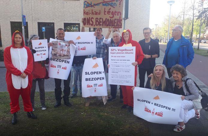Protest van bewoners uit de Vogelbuurt bij het kantoor van de Alliantie in 2019.