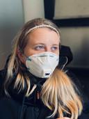 Jaela Nagel komt door het coronavirus al bijna een jaar niet meer buiten. Sinds een half jaar mag ze weer naar haar dagbesteding, maar haar moeder mijdt verder bezoek.