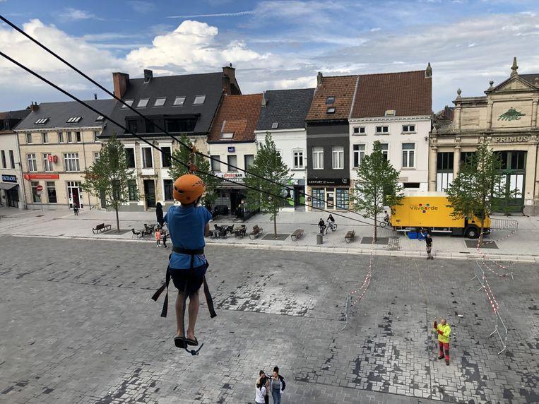 Op de Grote Markt werd een death ride aan het stadhuis gevestigd.