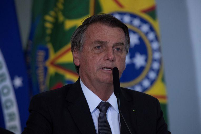 De Braziliaanse president Jair Bolsonaro heeft al tien dagen de hik. Spreken in het openbaar ging hem zichtbaar met moeite af. Beeld EPA