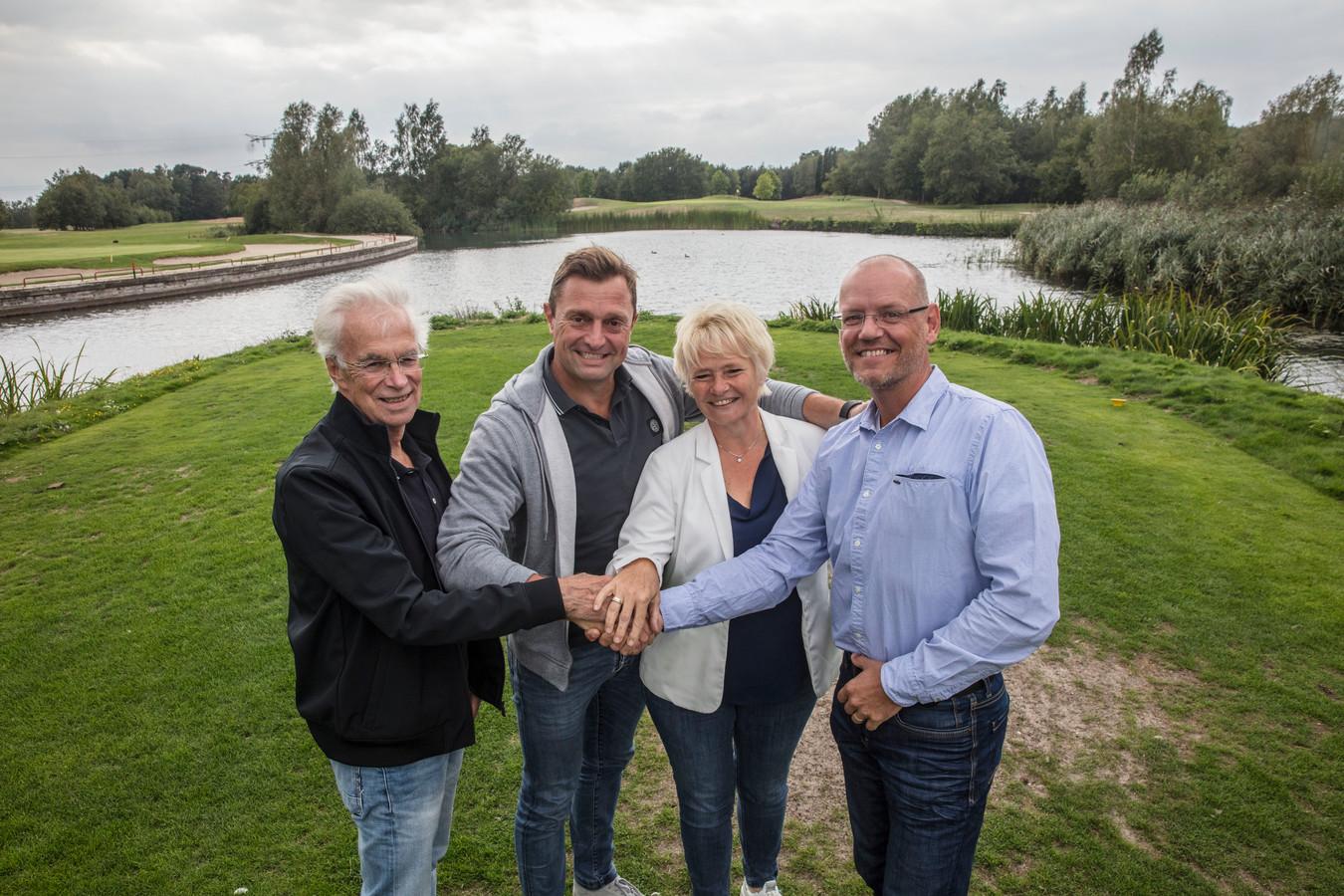 Organisatoren golfevent Team King op de Golfbaan Gemdersteyn in Veldhoven. Vlnr: Jan Matheeuwsen, Pascal Matheeuwsen, Ingrid Velings en Antonio Velings.