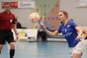 Nynke Lokhorst aan de bal.