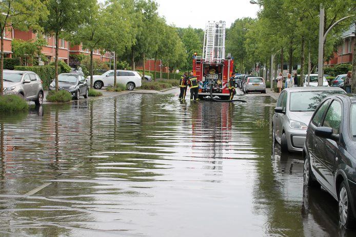 Fikse regenbuien zorgden gisteren al voor wateroverlast in onder andere Voorschoten.