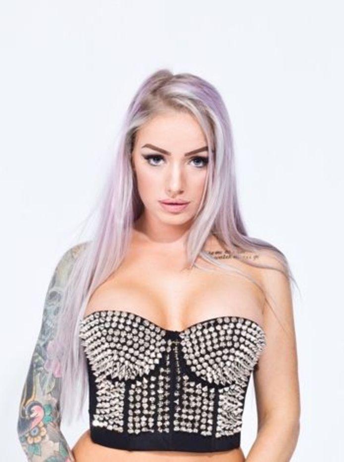 Striptease Foxy (30) van entertainmentbureau Showtime Agency.