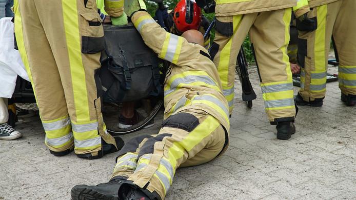 De brandweer probeerde de standaard tevergeefs door te knippen.